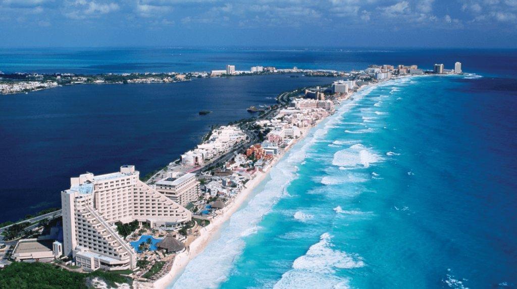 Bungee in Cancun, Hotel zone