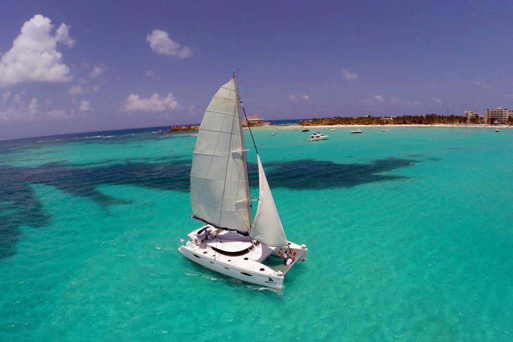 catamaran in the blue ocean visit isla mujeres
